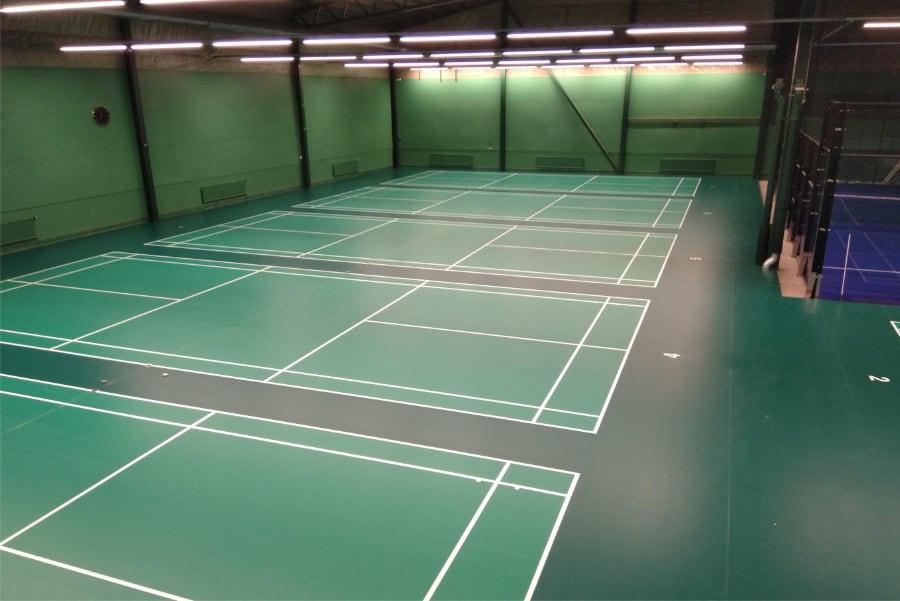 linjemarkering-grönt-golv-sporthall
